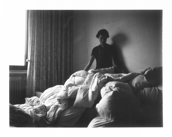 Zimmermädchen by Anna Krieps